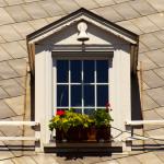 Fenêtre de maison, place Jacques-Cartier à Montréal